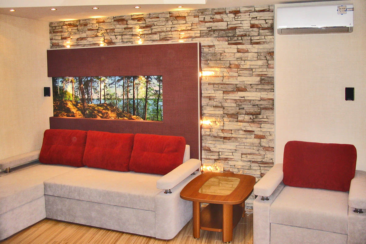 Фото на стене в квартире